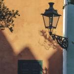A kültéri fali lámpa ellenáll az időjárásnak